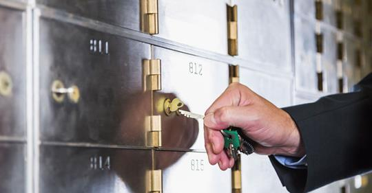 10 Best Things to Keep in a Safe Deposit Box Thumbnail