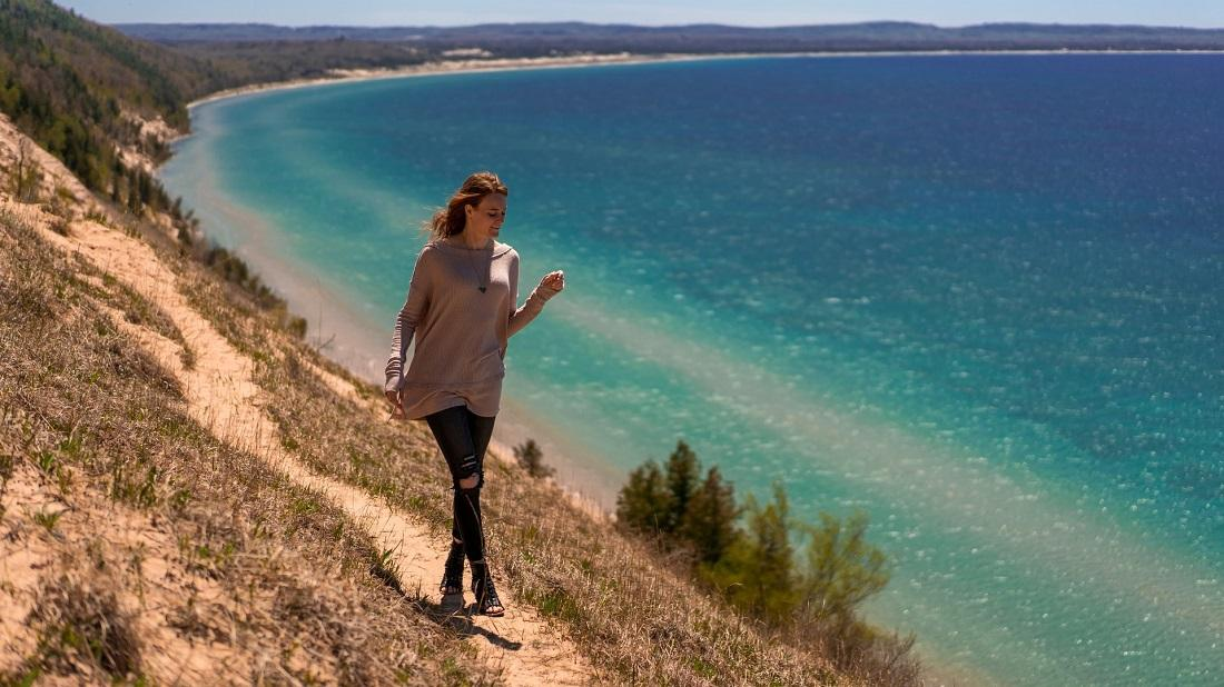 Improve Your Finances: Why A Digital Detox Can Save You Money Thumbnail