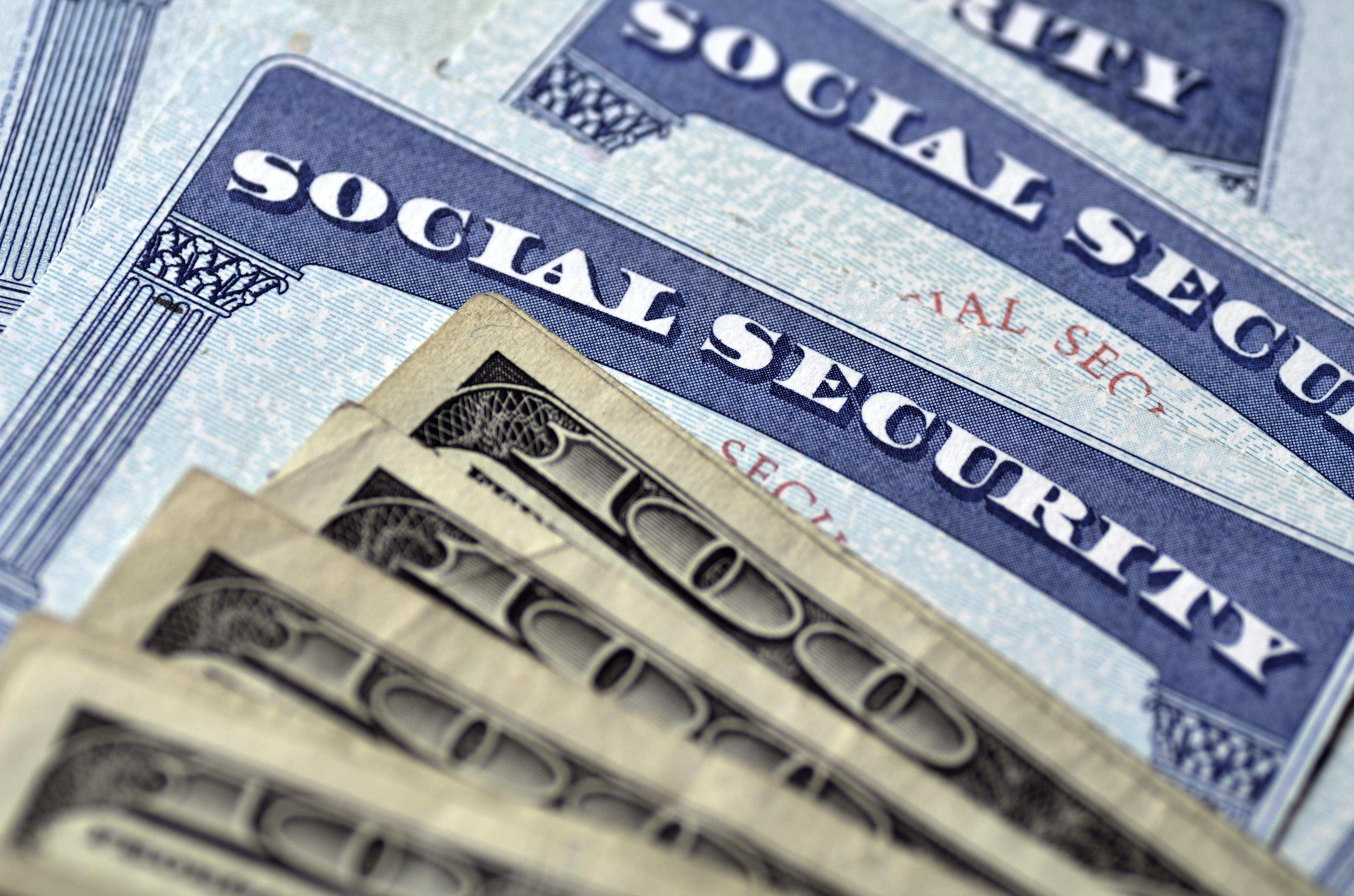 Do you know how federal retirement plans interact with social security? Thumbnail