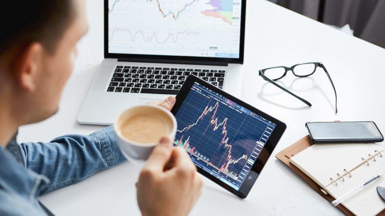 Active vs. Passive Investing: It's Time to Understand the Difference Once and For All Thumbnail