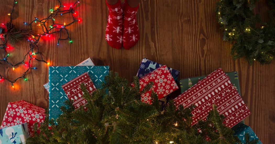 10 Tips to Save Money on Holiday Gifts Thumbnail