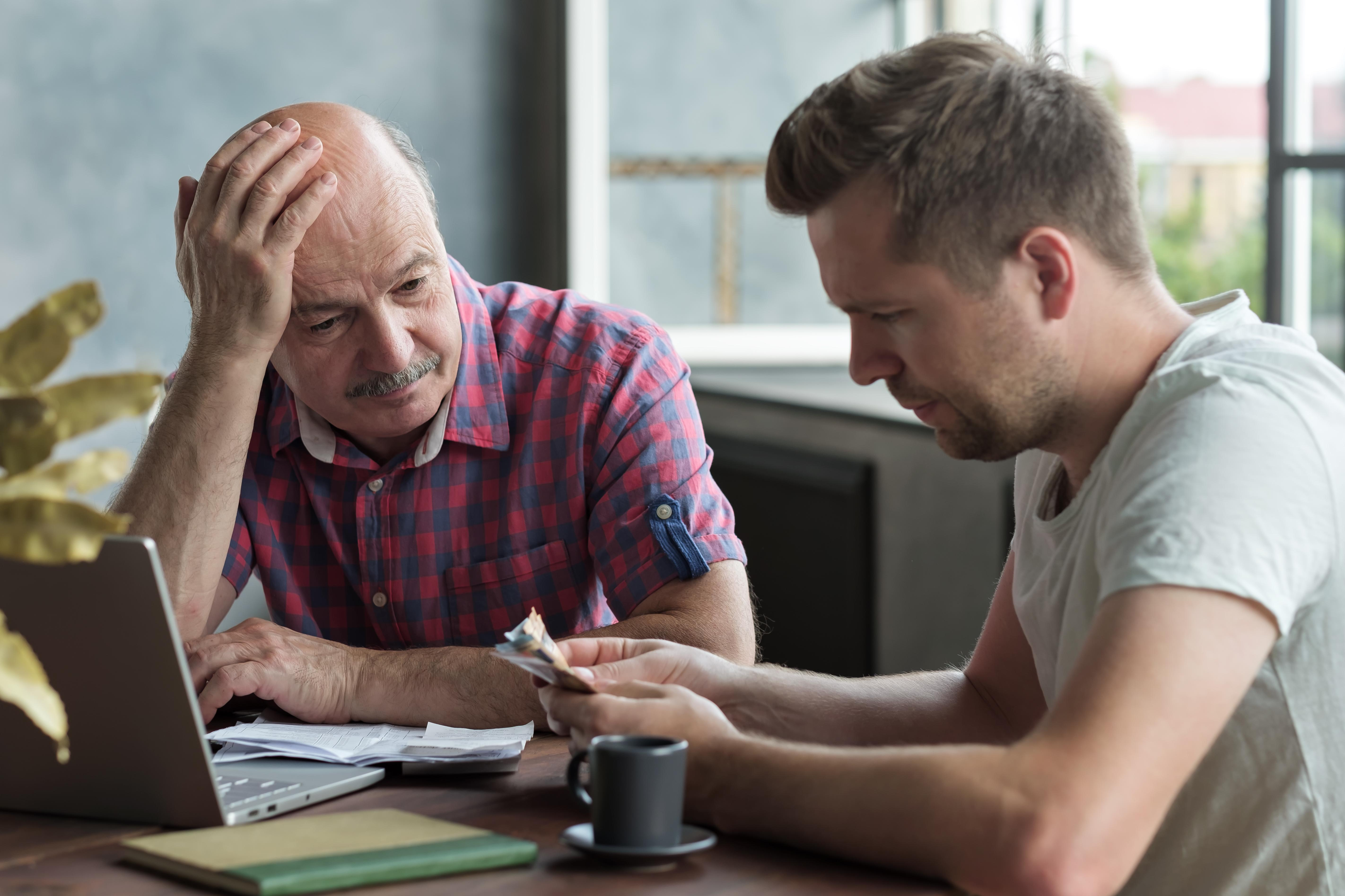 Getting Involved with Your Elderly Parent's Finances  Thumbnail