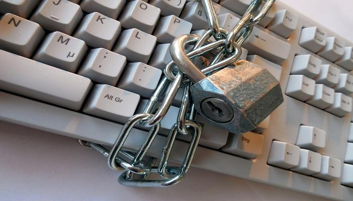Keep Your Info – and Your Money – Safe Online with These 5 Tips Thumbnail