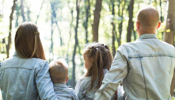 How to Teach Your Kids (and Grandkids) Good Financial Habits Thumbnail