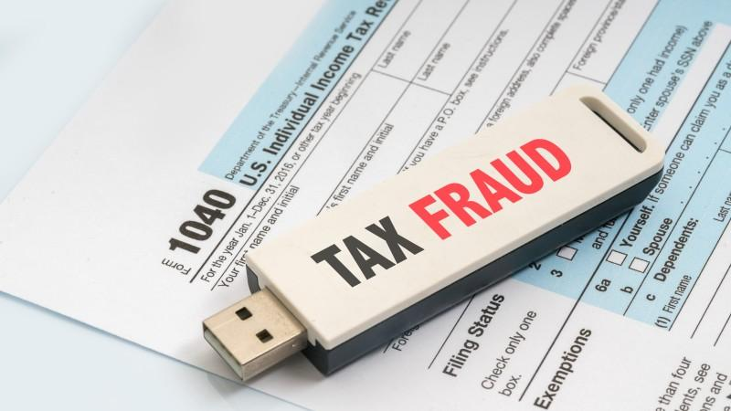 Protect Yourself From Tax Fraud Thumbnail
