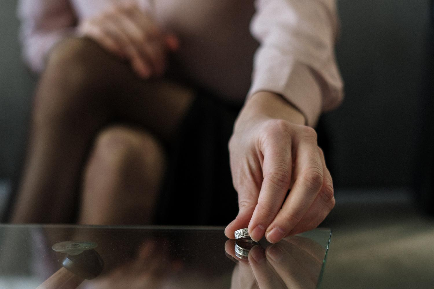 Gray Divorce [8 Ways to Fight Financial Difficulties] Thumbnail
