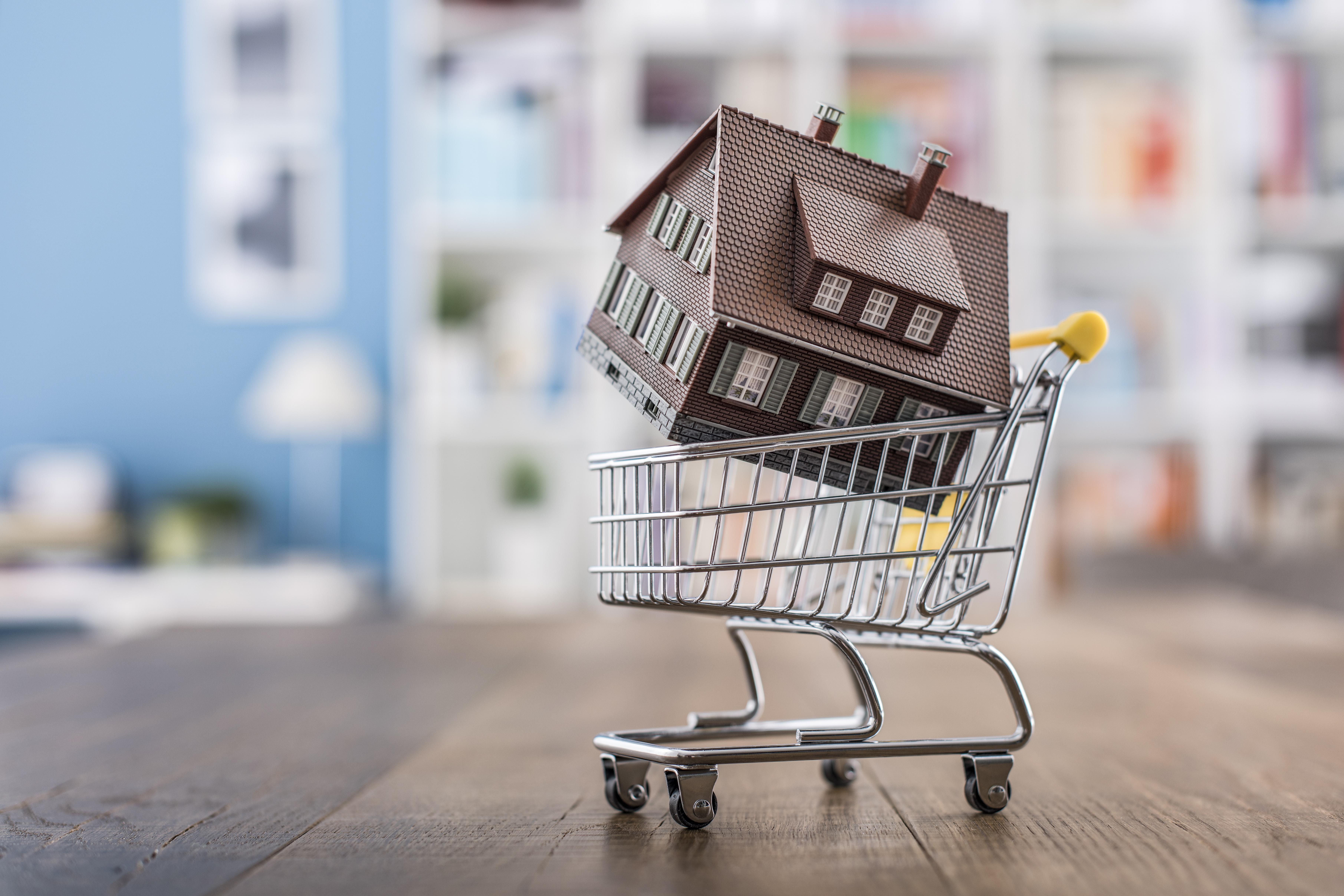 What to consider when buying your first home. Thumbnail