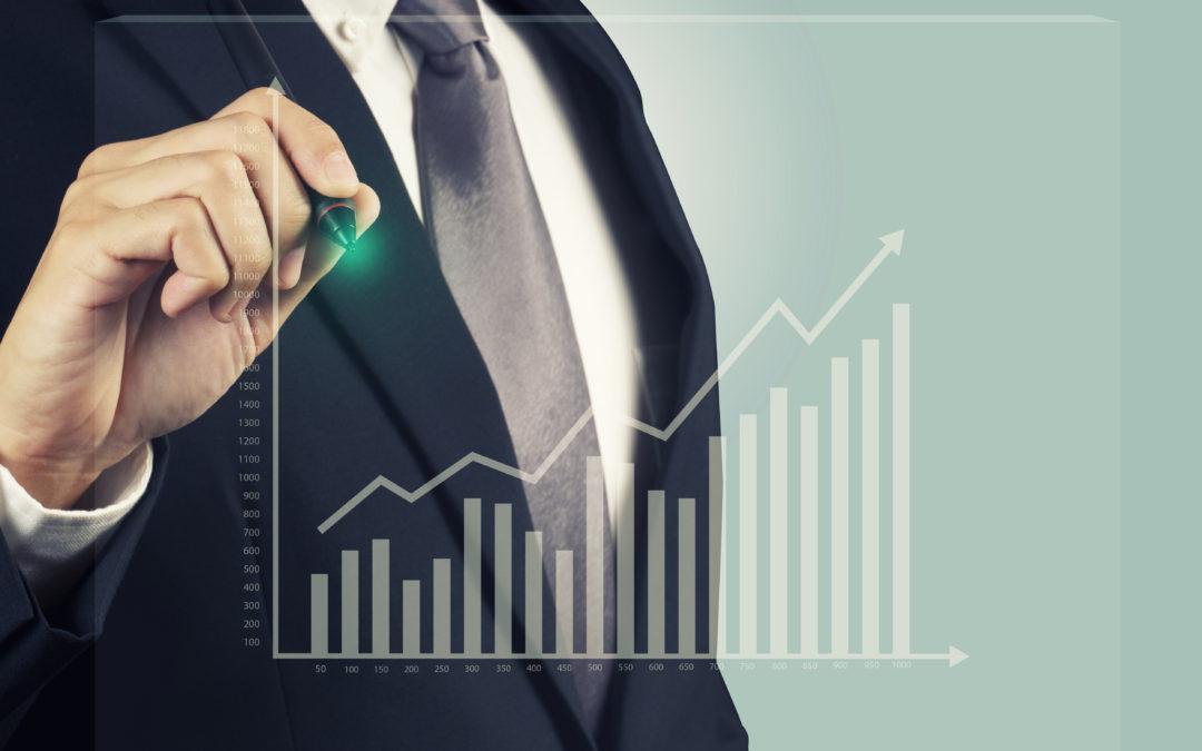 Financial advisor draws retirement planning chart