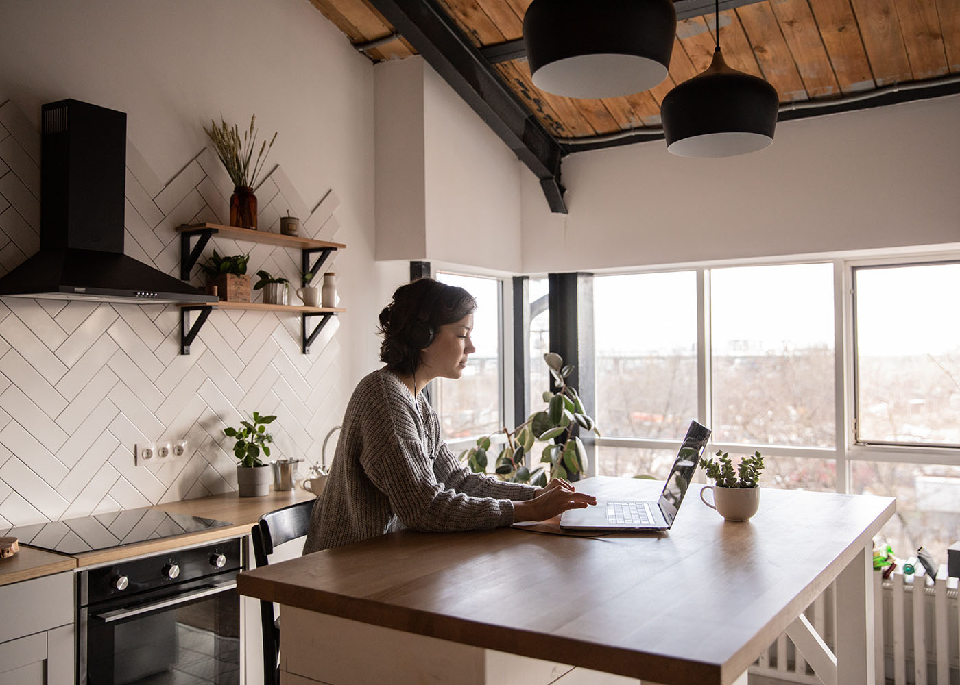 5 Financial Benefits of Working From Home Thumbnail